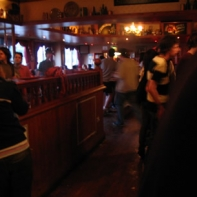 Those a folk drinking in the Queen vic